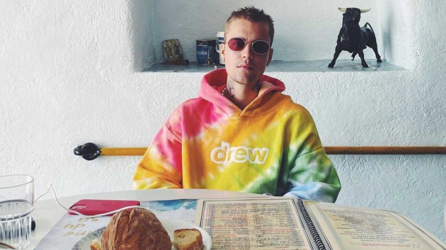 Justin Bieber relaxing at a restaurant