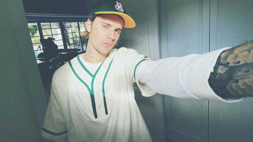 Justin Bieber taking a selfie