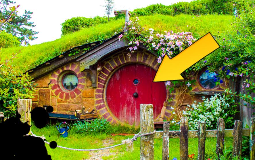 A red Hobbit door
