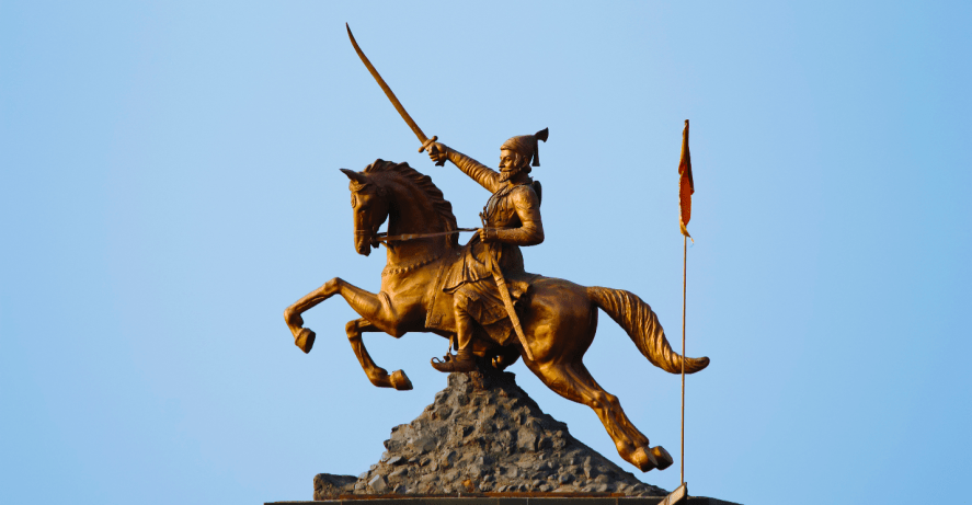 A statue of a horse and soldier