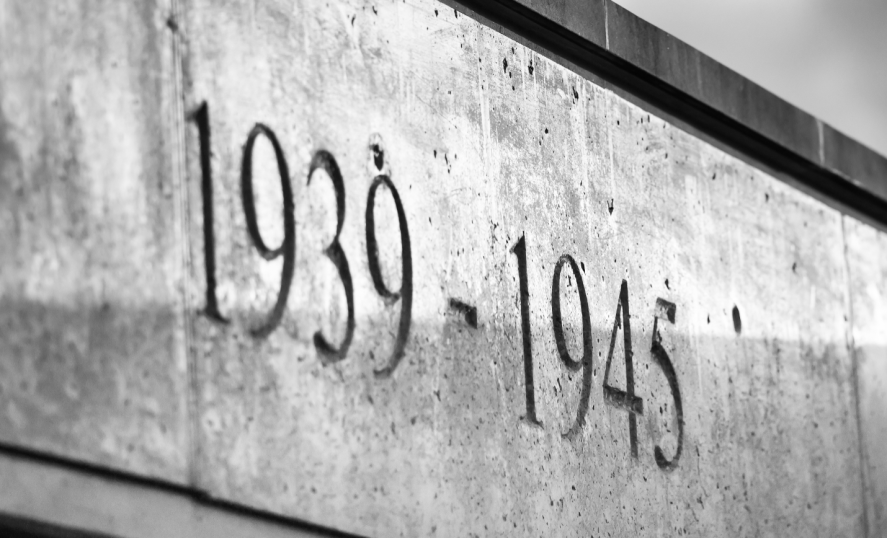 An engraving on a wall reading 1939-1945