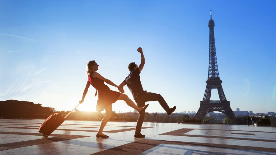 Couple in Paris dancing in front of the Eiffel Tower