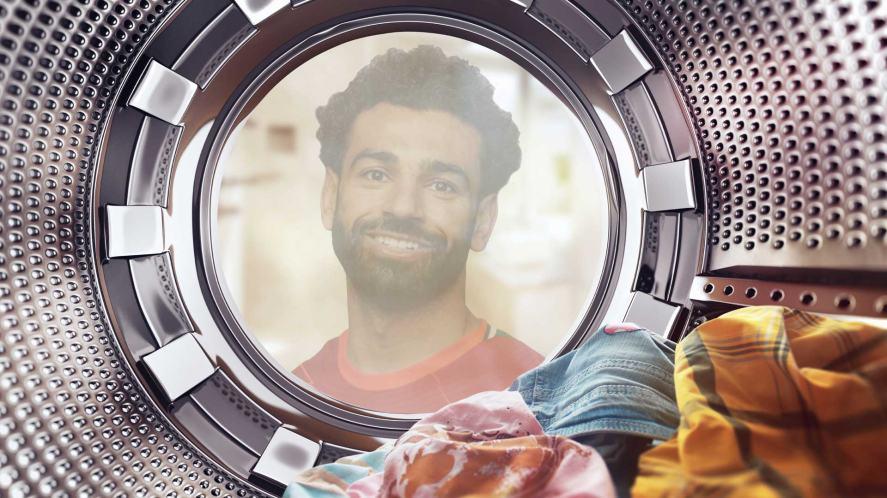 Mo Salah staring into a washing machine