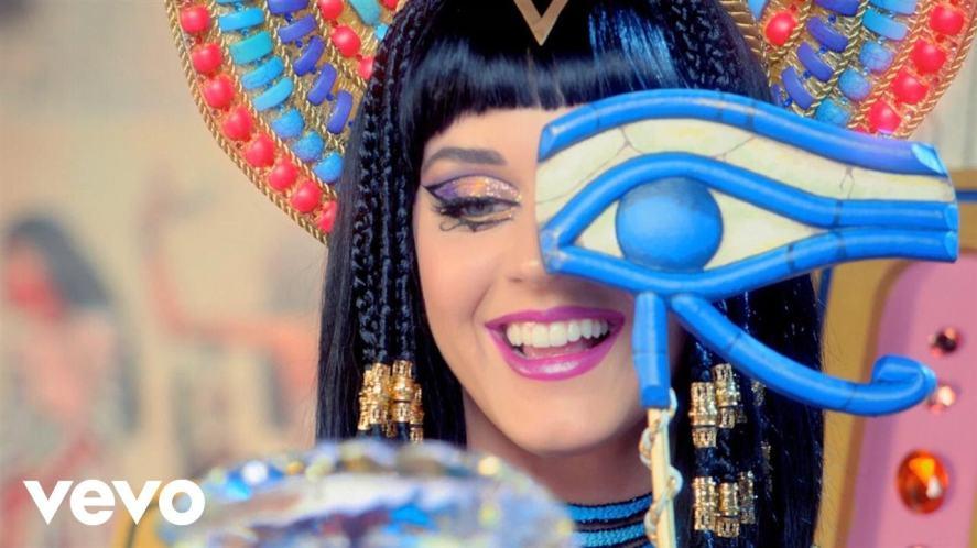 Katy loves a good wig!