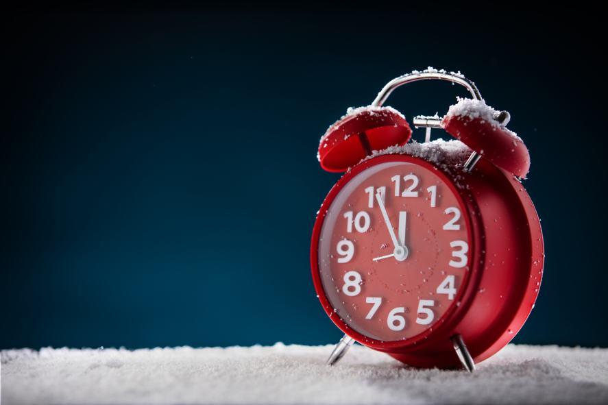 A Christmas-themed alarm clock set for 11:55