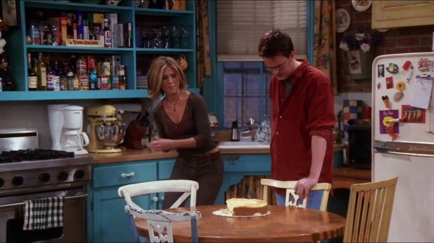 Chandler and Rachel stare at a cake