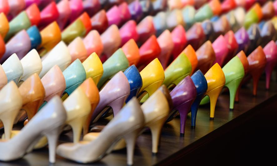Hundreds of ladies shoes