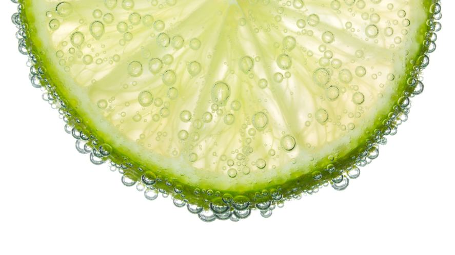 A slice of lime in a fizzy drink