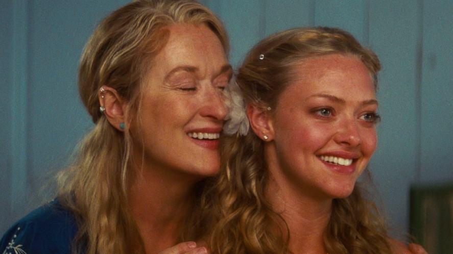 Sophie and her mum in the film Mamma Mia!