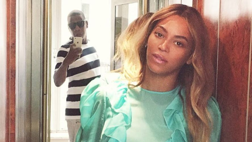 Beyonce posing for a photo by Jay Z