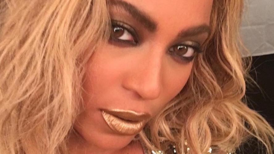 A close up of Beyonce's face