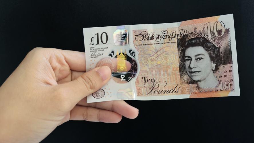 A crisp £10 note
