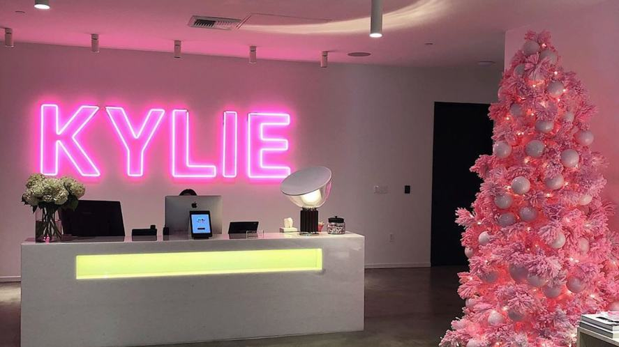 Kylie in pink neon lights