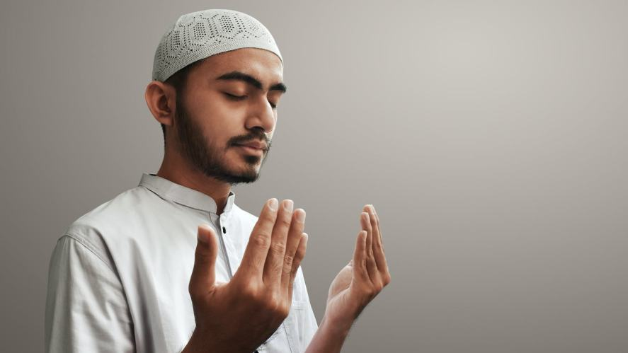 A man observing Ramadan