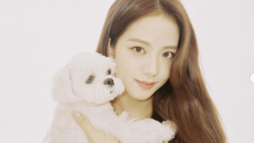 Jisoo with her pet dog